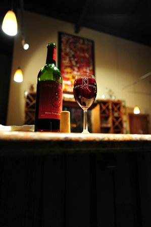 Sombra Antigua Winery: Red Table Wine on the Bar