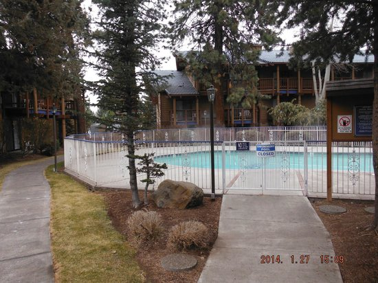 Shilo Inn Suites Hotel - Bend: pool area