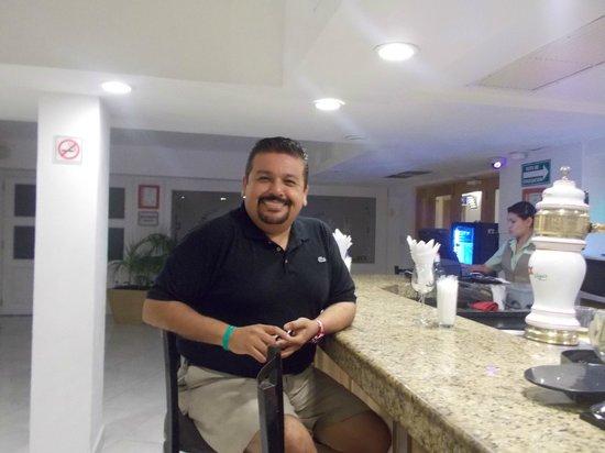Holiday Inn Cancun Arenas: BAR CON BARRA PREMIUM OPCIONAL