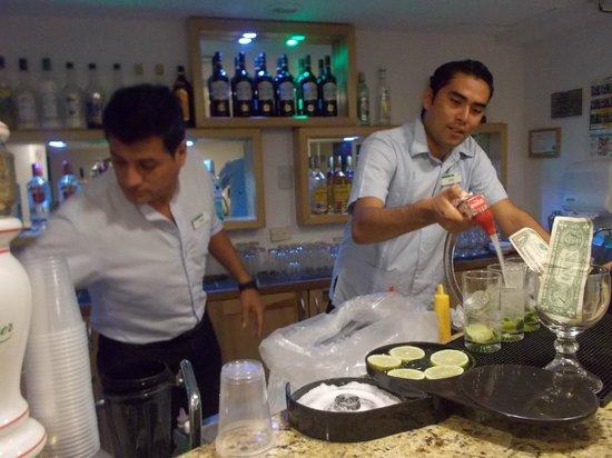 Holiday Inn Cancun Arenas: COLABORADORES