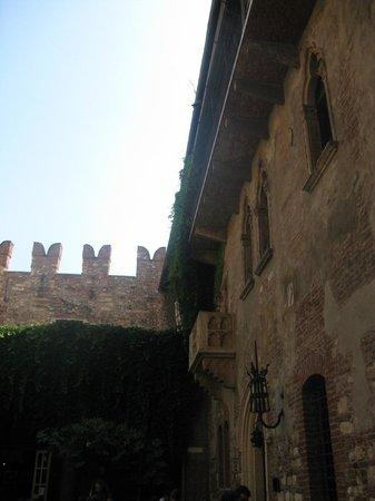 Casa di Giulietta: Балкончик Джульетты