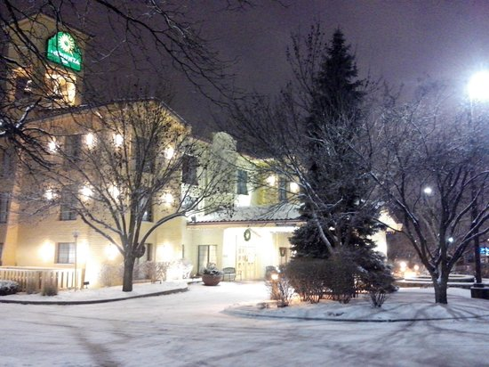 Days Inn & Suites Arlington Heights : Neve na Noite de Natal