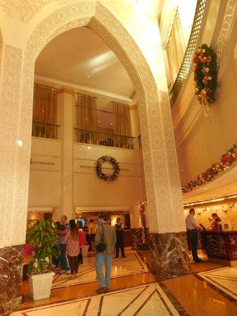 Sheraton Abu Dhabi Hotel & Resort: outra visão do hall