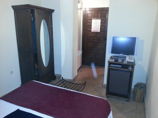 Hotel Casa del Capitel Nazari: Entrada a la habitación