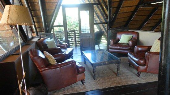 Kariega Game Reserve - River Lodge: Rum i lodgen