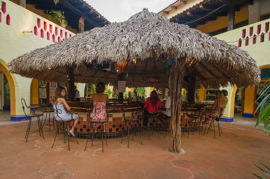 Las Margaritas: palapa and bar