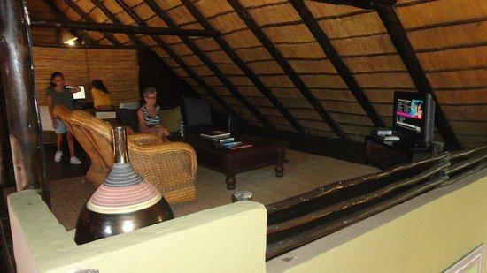 Kariega River Lodge: Data- och TV-rum i lodgen