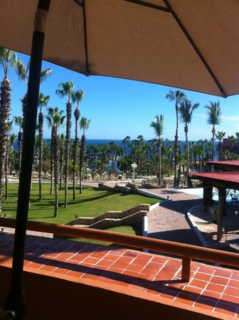 Melia Cabo Real All-Inclusive Beach & Golf Resort : view from lobby lounging area