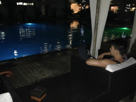 Hotel Centro: Pool at night (View from Cabana)