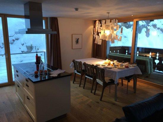 Hotel Firefly: Essbereich /Wohnbereich/Küche