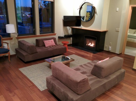 The Island Inn at 123 West: Living Room Penthouse 5