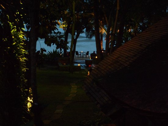 The Tubkaak Krabi Boutique Resort: ужин на пляже