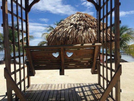 St. George's Caye Resort : Romantic Swing