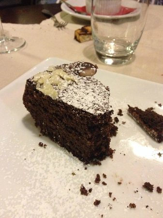Il Cellaio Carni E Vini: This chocolate cake had a strong almond flavor. So So good. But I took two bite and had the rest