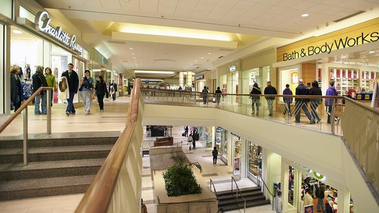 Oak Park Mall is located in Overland Park, Kansas and offers stores - Scroll down for Oak Park Mall shopping information: store list (directory), locations, mall hours, contact and address.4/4(5).