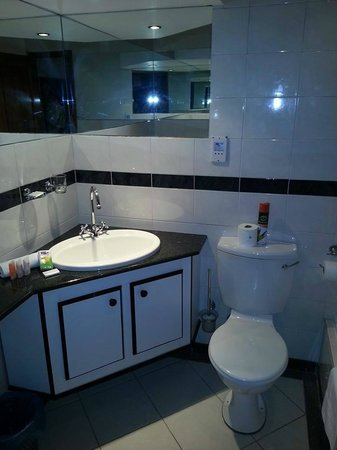 Fountain Hill Guest Lodge: Granite en-suite bathroom at Fountain Hill
