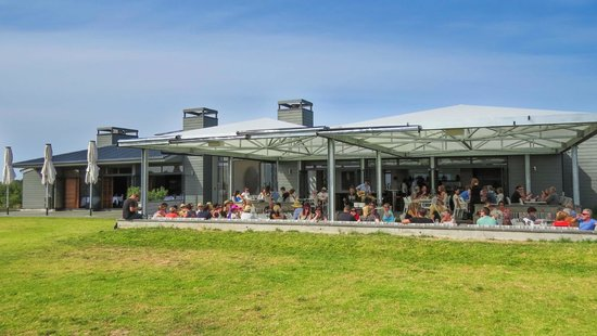 Cable Bay Vineyards Winery and Restaurant: Terrace
