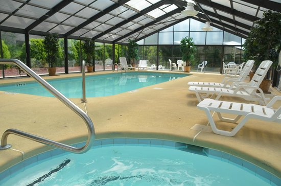 Smoky Mountain Inn & Suites: Indoor heated pool and hot tub