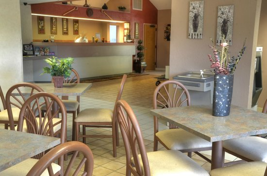 Smoky Mountain Inn & Suites : Breakfast Room