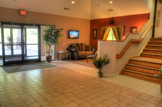Smoky Mountain Inn & Suites: Hotel Lobby
