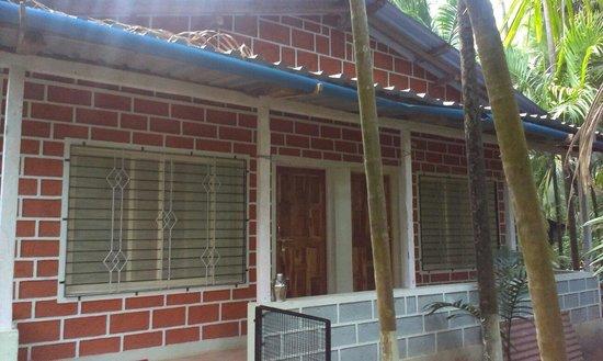 Osari Homestay: Osari house block with 4 AC rooms