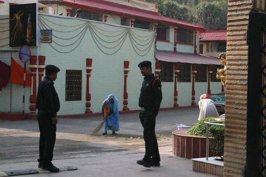 Radhika Beach Resort: Zona acceso al hotel