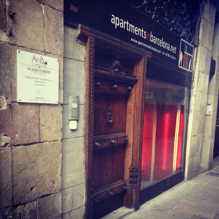 AinB Picasso-Corders: the main entrance