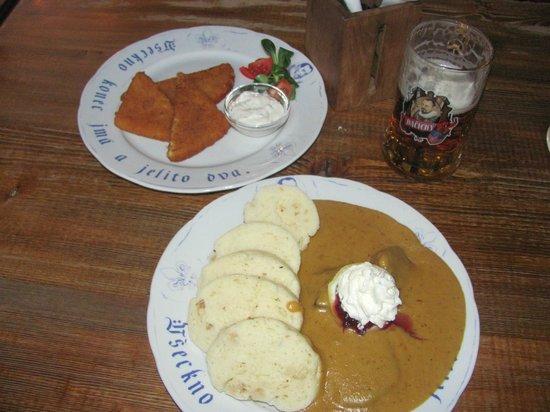 Dačický restaurant : жаркое из говядины с кнедликами и смаженный сыр