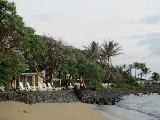 Hale Ko'olau : The Chiefs House from beach in front of Molokai