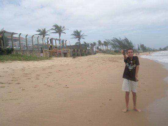 Maria Farinha : At the beach hotel in the left