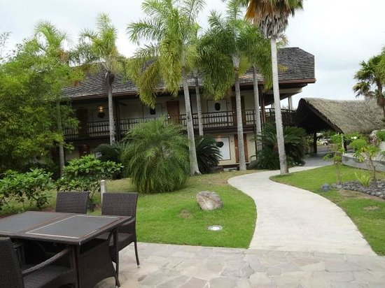 InterContinental Moorea Resort & Spa: View of rooms from the pool area