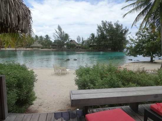 InterContinental Moorea Resort & Spa: View of lagoon and OWB from our room deck