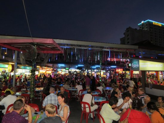 Red Garden Food Paradise & Night Market: Good vibe in the evenings