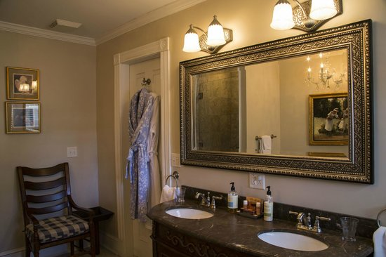 Blessings on State Bed & Breakfast : Serenity bath