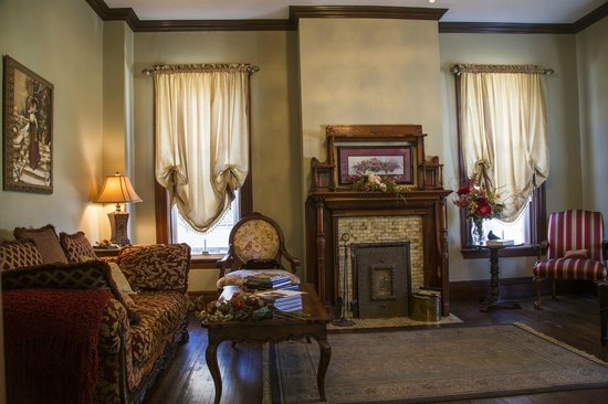 Blessings on State Bed & Breakfast : Parlor