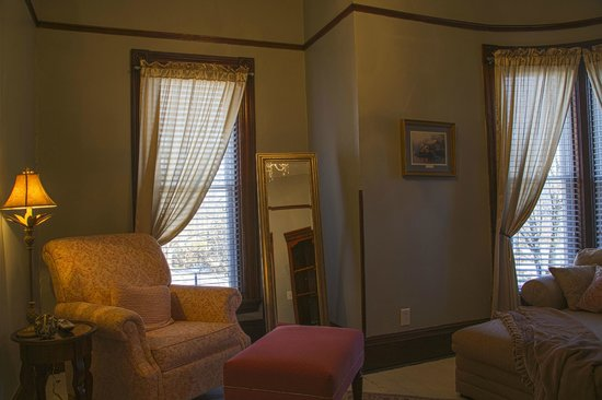 Blessings on State Bed & Breakfast : Tranquility Suite sitting room