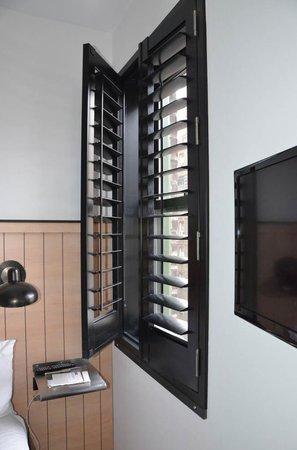 Pod 39 Hotel : shutter