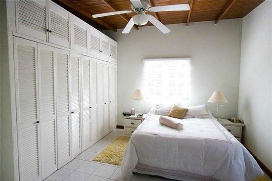 Anchorage Jamaica Bed & Breakfast : Bougainvillea Apt. Bedroom