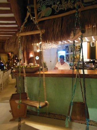 Mandarina Restaurant & Beach club by Casa Las Tortugas: bancone