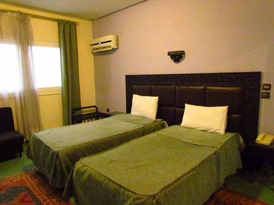 Hotel Akouas: A large, comfortable room