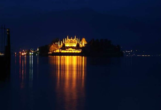 Grand Hotel Des Iles Borromees - вид на остров Борромео с замком