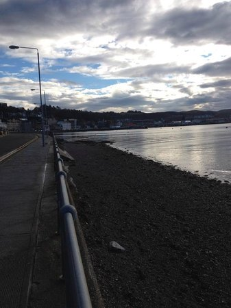 Oban Bay Hotel: straight across from Hotel - Lovely day in January