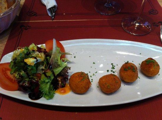 SAPORE Restaurante & Lounge Bar: Exquisitas croquetas de pescado con ensala
