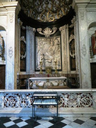 Carolus Borromeus Church: The painting over the altar is changed depending on what time it is in the chruch calendar.