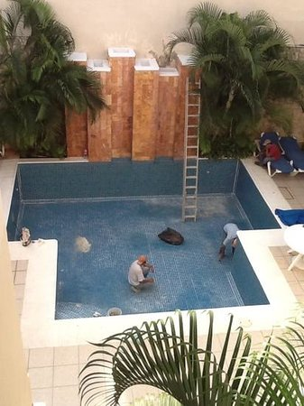 Hotel Lopez Campeche: disappointing but maintenance must be done.
