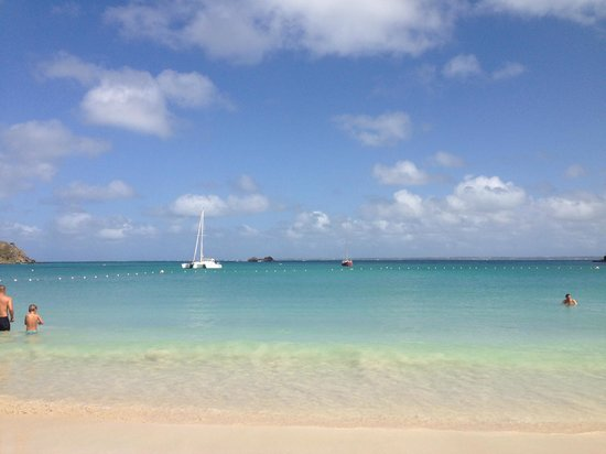 Hotel Riu Palace St Martin: view from beach in front of Radisson Blu