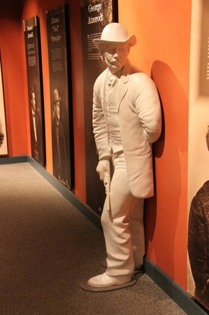 Ford's Theatre: John Wilkes Booth lies in wait