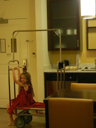 Residence Inn Tempe Downtown/University : Fairy of a Luggage Cart