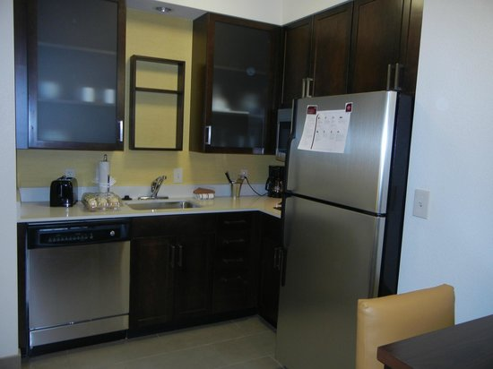 Residence Inn Tempe Downtown/University: I like the new kitchen design.