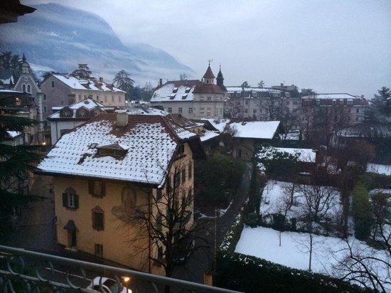 Hotel Kolping Meran: Vista dalla camera lato via Cavour